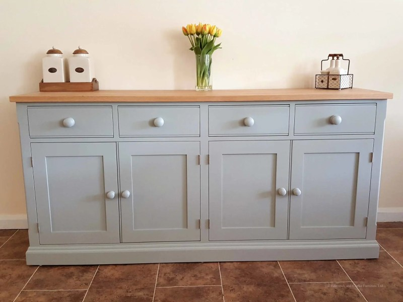 Painted 6ft 6 inch Sideboard 4 doors and 4 drawers. square edge oak top. adjusable shelves with painted round knobs. choice of handles. EDM031