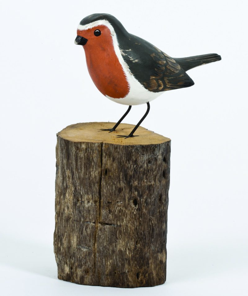Archipelago Robin Wood Carving D376 Perched on a log. Fairtrade