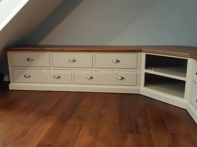 Made to measure painted corner tv entertainment stand