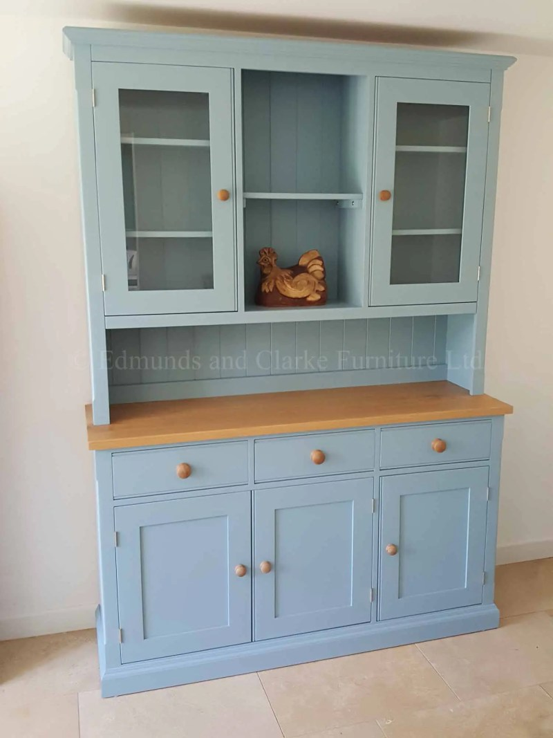 Edmunds painted 5ft glazed dresser with open central section in rack