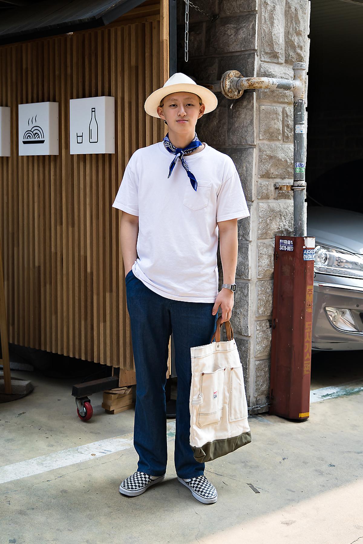 Cho Youngmin, Street Fashion 2017 in Seoul.jpg