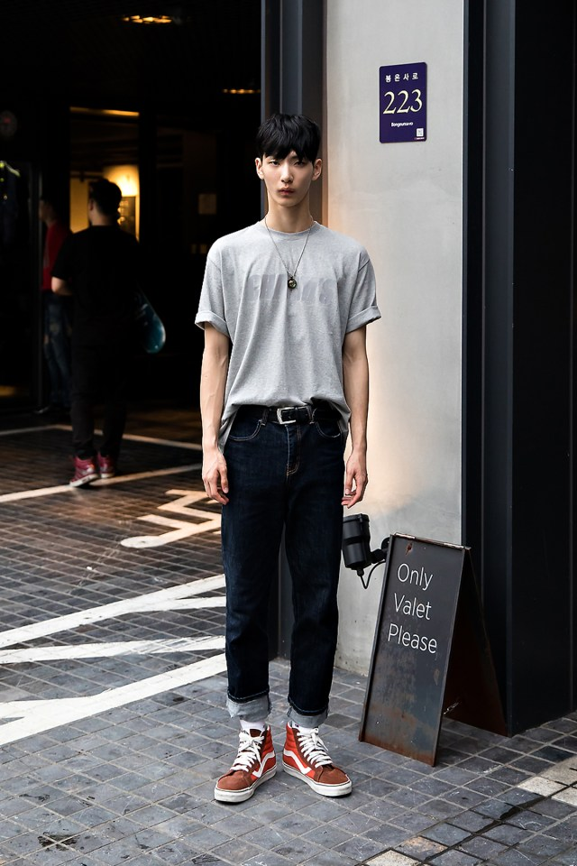 Kim Youngseok, Street Fashion 2017 in Seoul.jpg