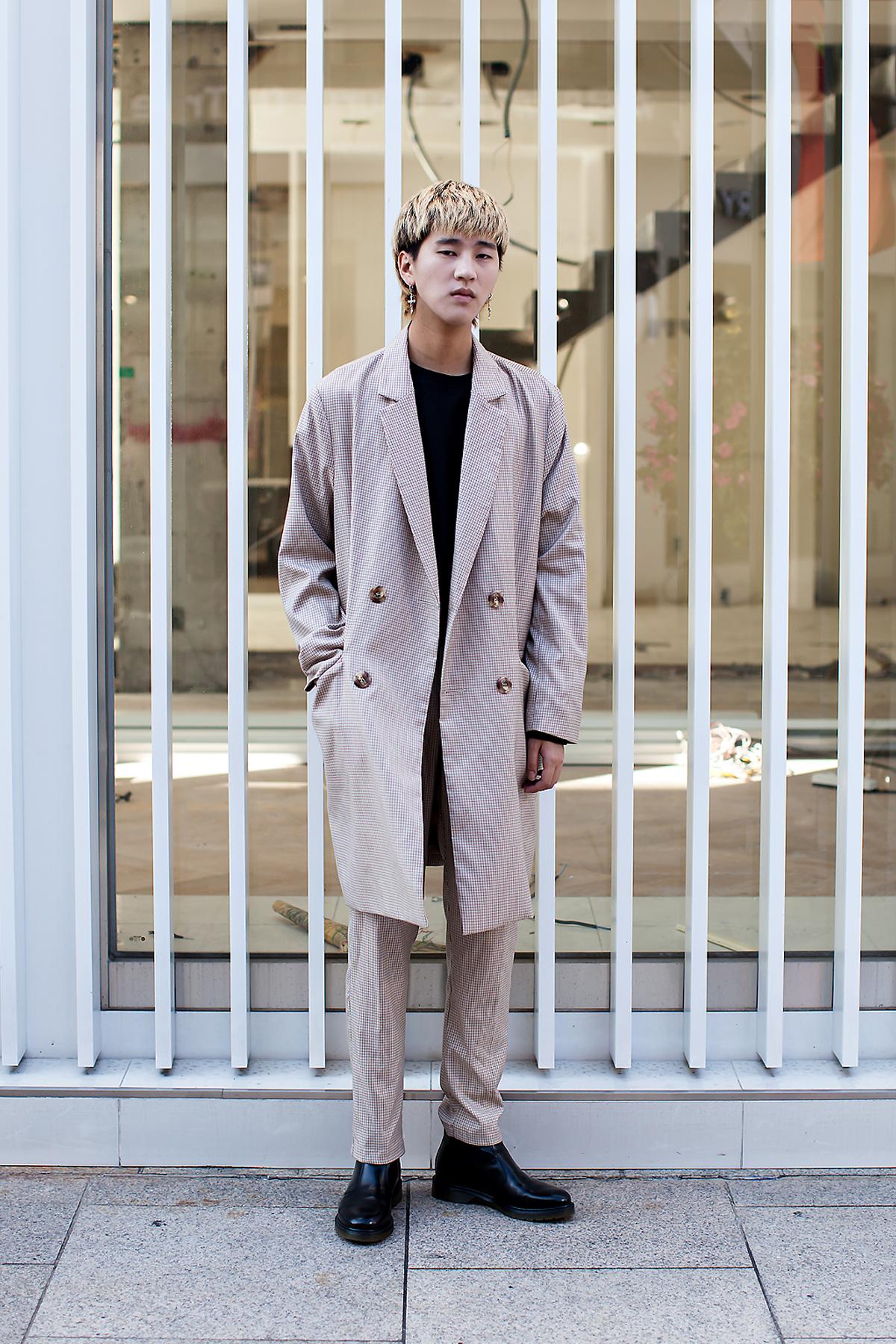 Lee Chunghyub, Street Fashion 2017 in Seoul.jpg
