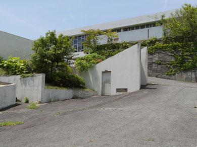 島田島小学校 裏