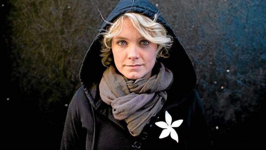 Ane Brun in Hoodie