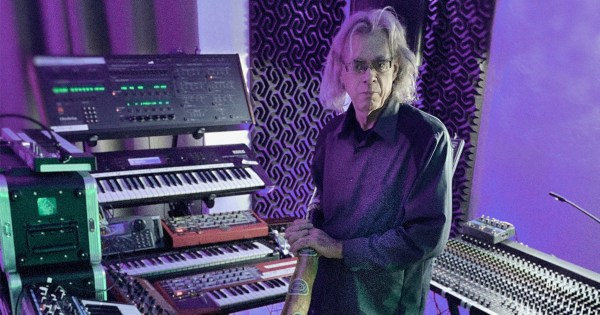 Steve Roach with Synths and Didjeridoo