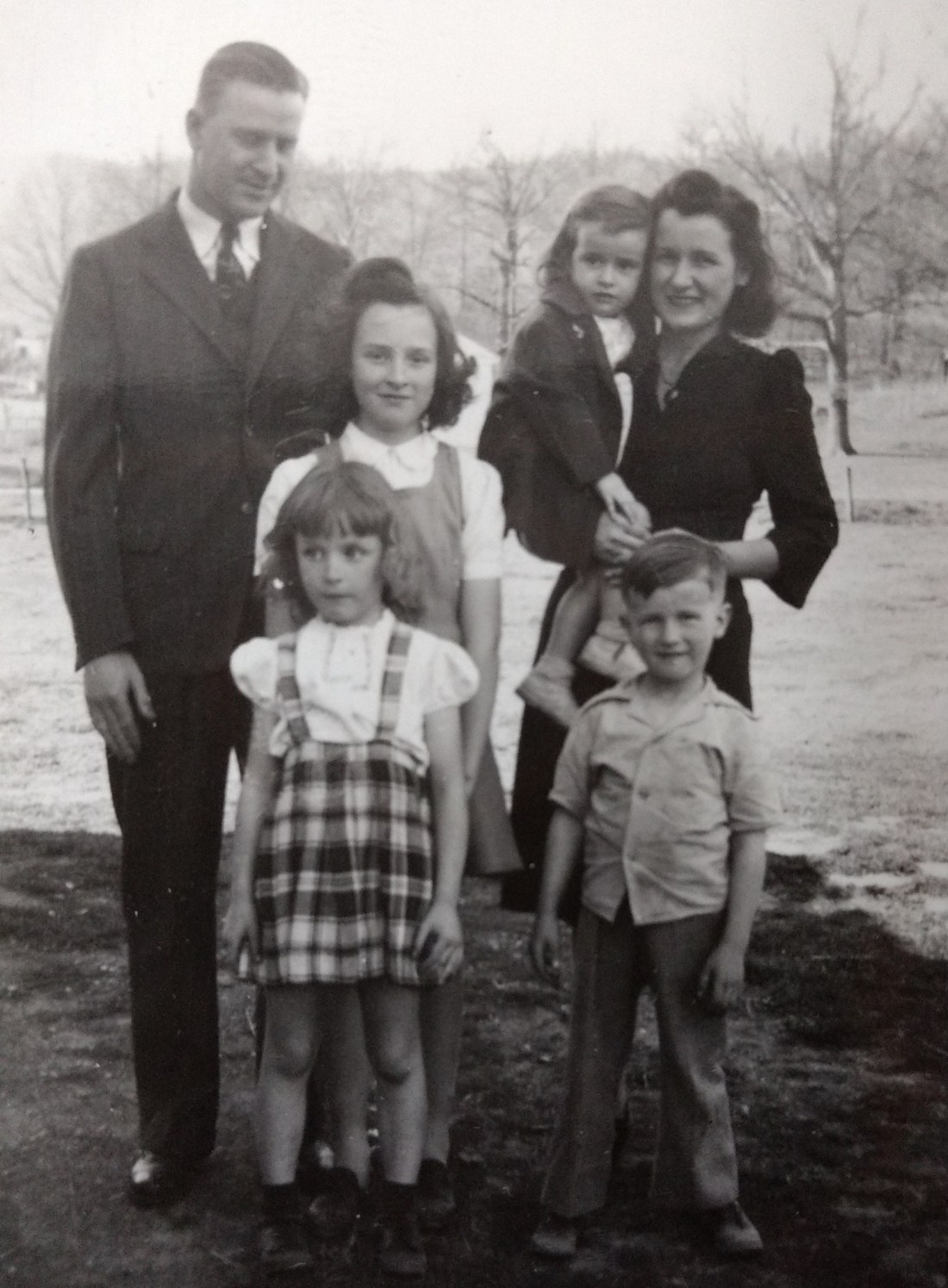 Clarence Carroll (Dad), Elizabeth (Mom), Jeanie, Nancy, Barbara (sisters) and Teddy