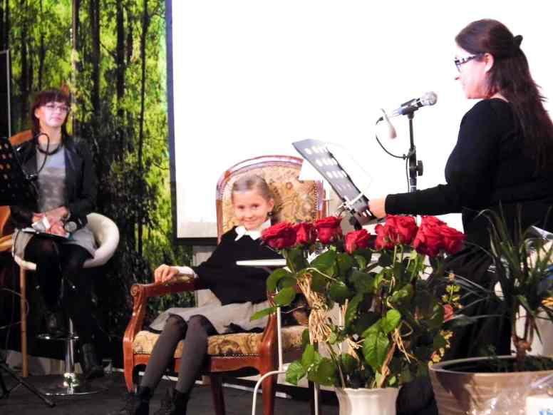 Prace laureatów prezentowała Gabriela Dworakowska - nauczycielka, skrzypaczka, wokalistka i członkini zespołu Silesia