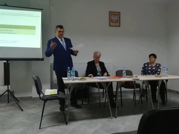 Sołtys Kaniowa przedstwia sprawozdanie z działaności rady sołeckiej