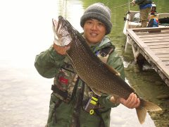angler with whopper caught in echo lake lumby bc