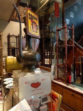 店舖擺放著很多咖啡工具