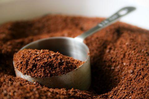 Pour preparer un bon café, il faut d'abord bien le doser