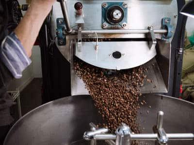 La torréfaction du café est terminé, maintenant il doit refroidir