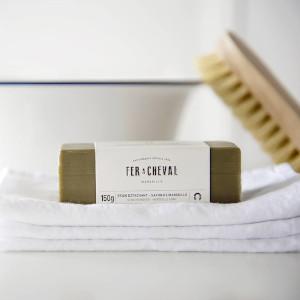 vrai savon de Marseille, stick détachant pour faire le ménage en mode zéro déchet