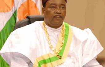 صورة زيارة قصيرة لرئيس النيجر إلى نواكشوط لتقديم العزاء