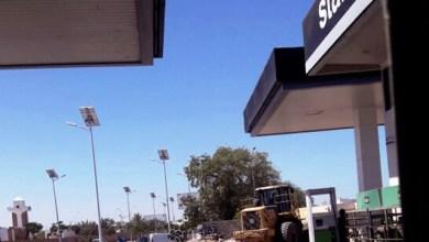 """صورة إبن عم الرئيس لعمر ولد ودادي يستخدم  الشرطة و جرافات """"أنير"""" لهدم حائط لرجل الأعمال محمد سالم ولدبتاح"""