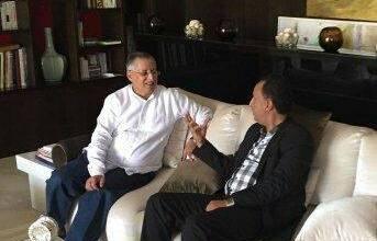 صورة بعد لقاءه بولد حمزة ولد بوعماتو يلتقي السيناتور محمد ولد غده الأمين العام للمنتدى