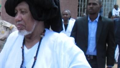 صورة الشيخ محمدو ولد الشيخ حماه الله يسافر إلى المغرب للعلاج بدعوة من الملك محمد السادس