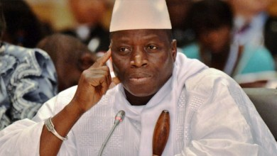 صورة غامبيا : جامى يرفض النتائج ويتجاهل الضغوط ويمنح علوات لـ 250 ضابطا .. وبارو يناشده الإعتراف بهزيمته