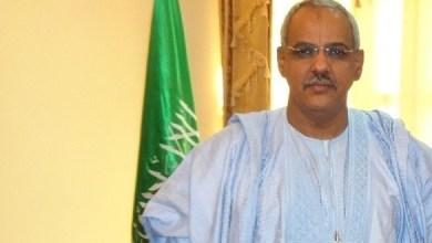 """صورة السفير الموريتاني في السينغال """" شيخن ولد النيني """" هو أول من مارس مهنة التبشمركي"""