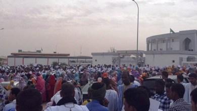 صورة نواكشوط : آلاف المتظاهرون يطالبون بإعدام المسيء للجناب النبوي الشريف