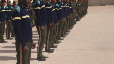 صورة نواكشوط : عناصر من الجيش الأمريكي يقومون بتقييد عناصر من أمن الطرق طاردوهم