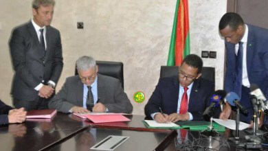 """صورة توقيع ثلاث اتفاقيات بين موريتانيا وشركة """"توتال"""" الفرنسية"""