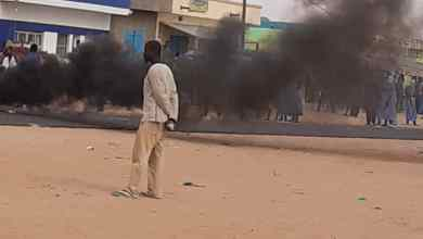 صورة إصابة عدد من أفراد الشرطة والدرك في مواجهات مع المئات من المنقبين عن الذهب فى الشامي