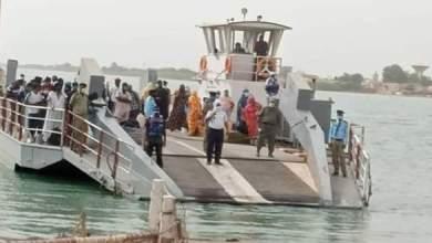صورة روصو : انتشال جثة مواطن سنغالي مرحل من مدينة نواذيبو غرق في النهر