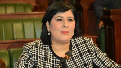 صورة نائب تونسي يعتدي بالضرب على رئيسة حزب داخل البرلمان