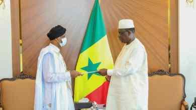 صورة سعادة السفير الدحه ولد التيس يقدم أوراق اعتماده للرئيس السنغالي(صور)