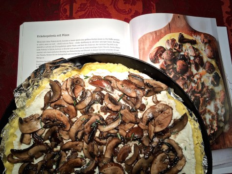 Kraeuter-Polenta-mit-Pilzen