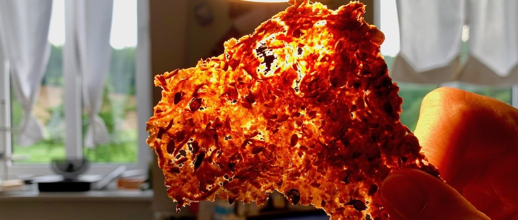 Knaecke Brot mit Kuerbiskernen Leinsamen Haferflocken Mandeln IMG_4153