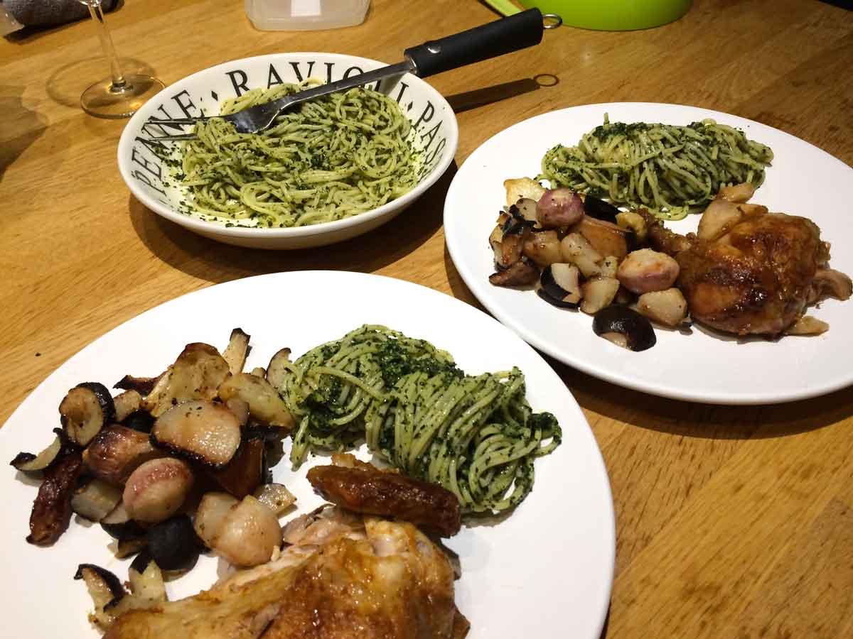 kool pesto met gerossterde groenten en kip