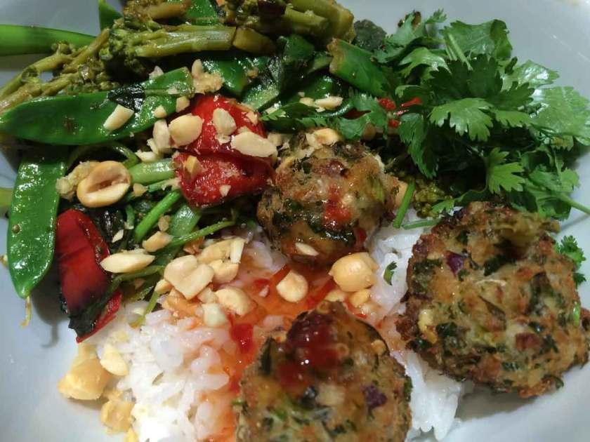 Thai viskroketjes met jasmijn rijst en wok van groenten