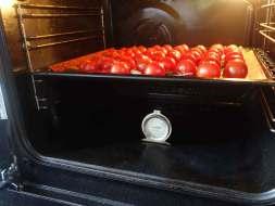 kerstomaatjes in de oven voor arrabbiata saus