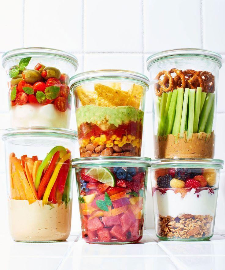 gesunde Snacks unterwegs Gemüse Glas Salat Müsli
