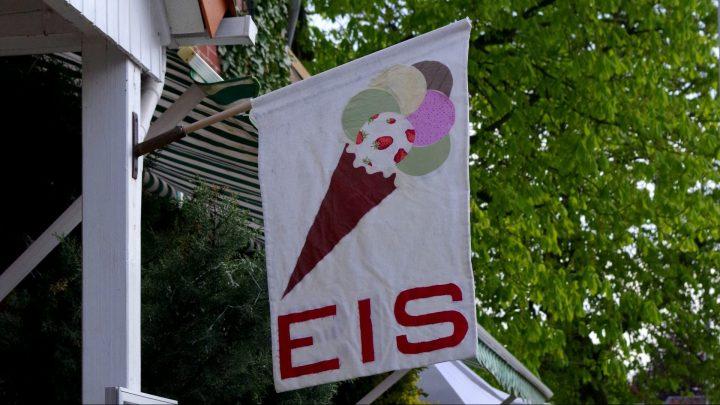 """Fahne der """"Eiszeit"""" in Salzdahlum / © Elisabeth Fischer, Stadt Wolfenbüttel"""