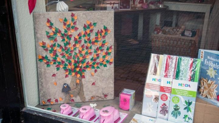 Dekoideen für den Herbst im Schaufenster