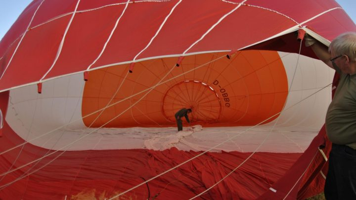 Fast geschafft, der Ballon füllt sich