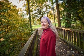 Monika im Park im Herbst in Wolfenbüttel