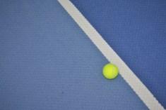 Tennisspiel Ball an der Linie