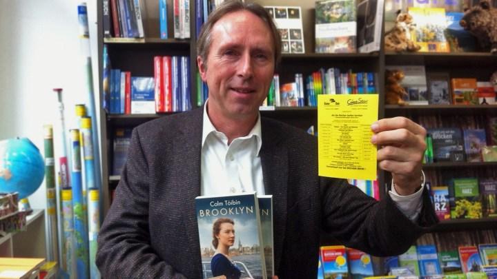 Martin Geißler präsentiert das Buch zum Film.