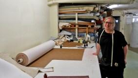 Ariane Kraftschik arbeitet in ihrer Werkstatt.
