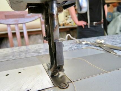 Mit der Nähmaschine arbeitet Ariane Kraftschik leidenschaftlich gerne.