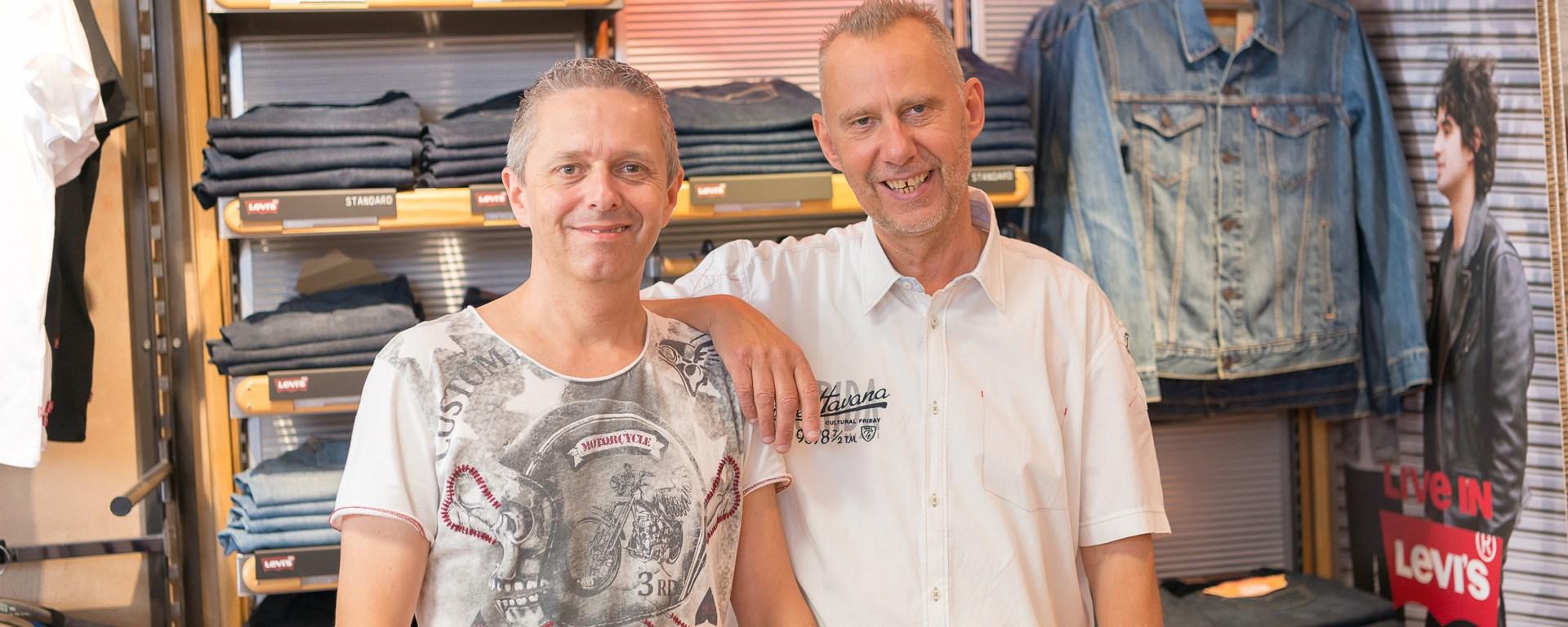 Markus Hildebrandt und Frank Wirth vom Modegeschäft Hosen- und Jeanshaus.