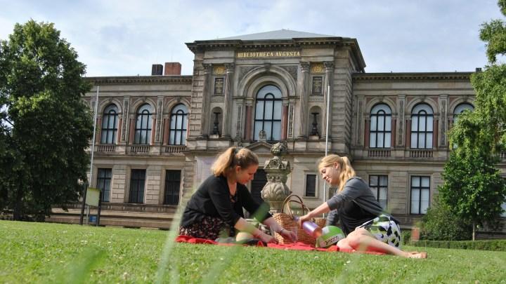 Picknick vor der Herzog August Bibliothek