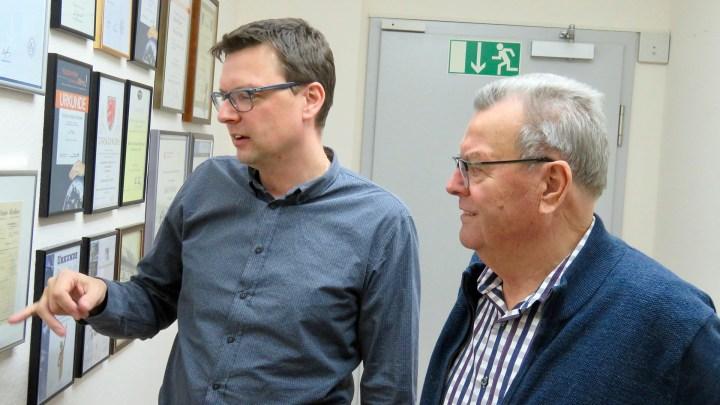 Carsten und Dieter Richter tauschen Familienanekdoten aus.