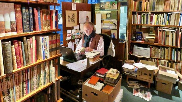 Das Antiquariat Hoffmeister ist ein Paradies für jeden Bücherfreund.