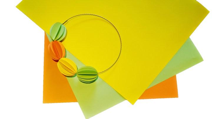 farbiges Papier in verschiedenen Farben